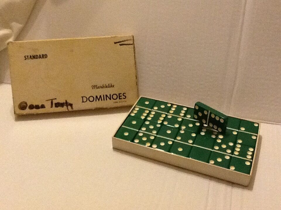 Vintage Dominoes verde Bakelite in box