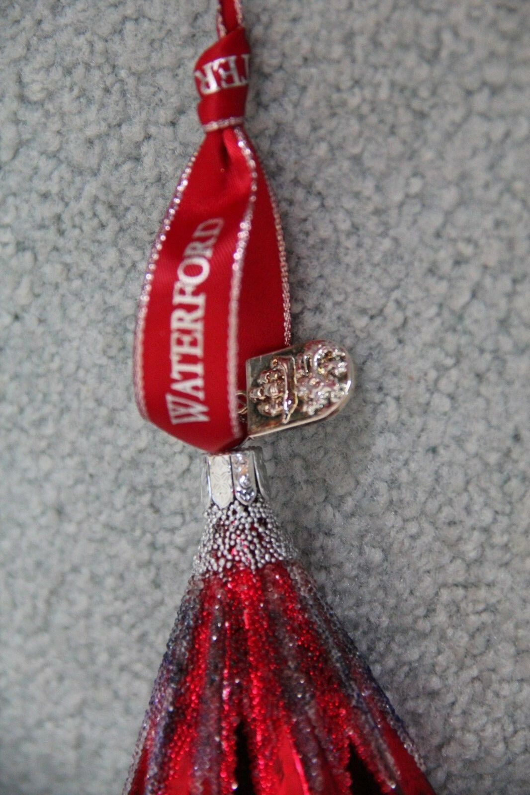 Waterford Waterford Waterford Christmas Greetings Spire rot & Grün 5  Ornament NEW IN BOX ae6457
