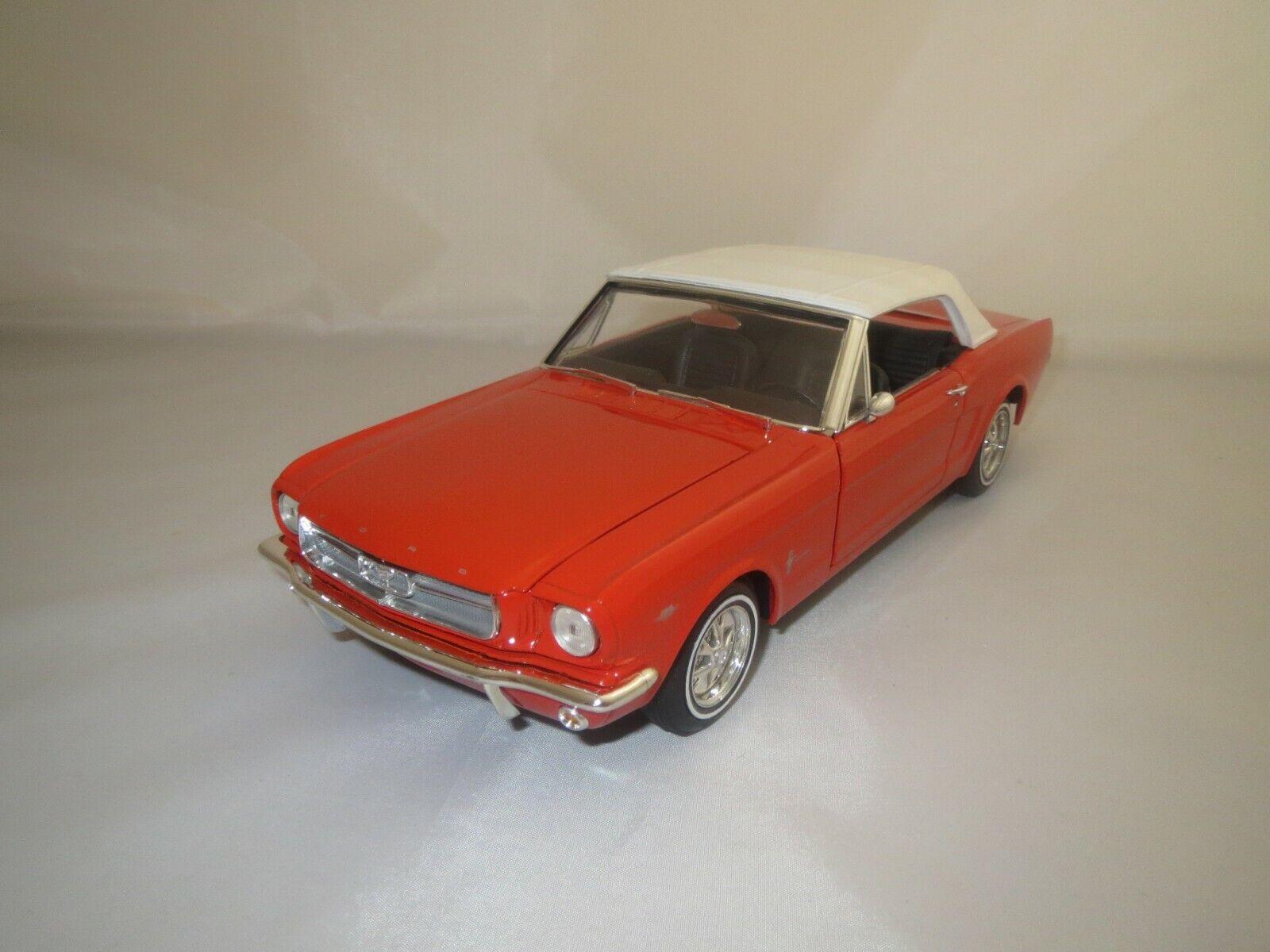 REVELL Ford Mustang  1965  (rosso-arancio) 1 18 senza imballaggio