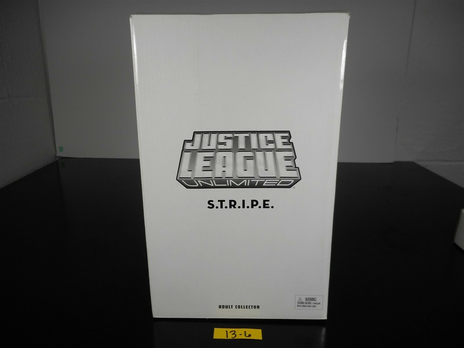 NEW SEALED JUSTICE LEAGUE UNLIMITED S.T.R.I.P.E Weiß CARTON ADULT COLLECTOR 136