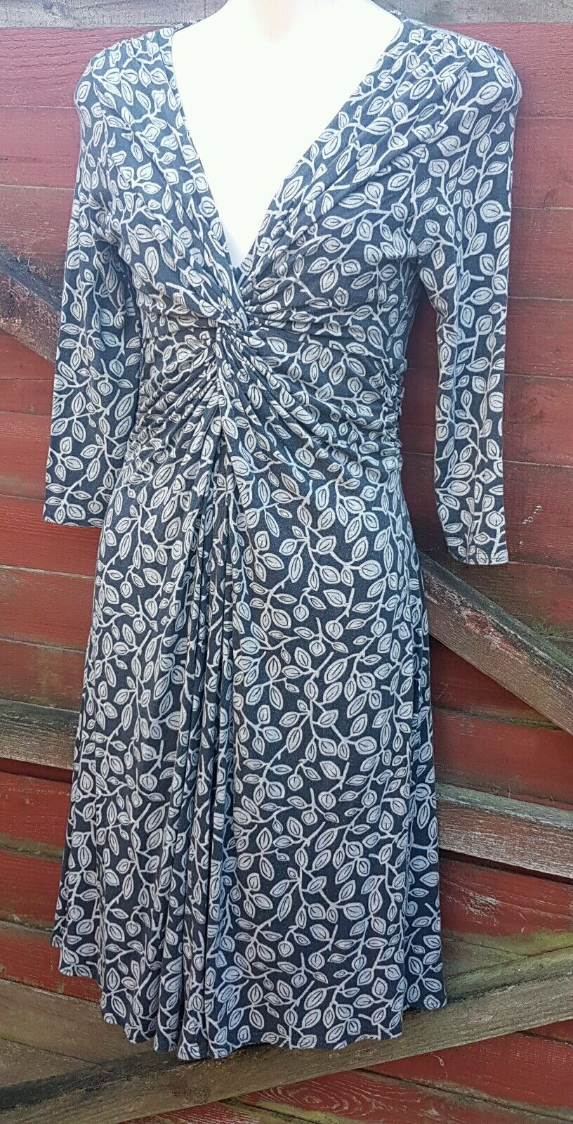 Gorgeous PHASE EIGHT Light Dark Grey Twist Front Dress, Leaf Pattern, Size 8