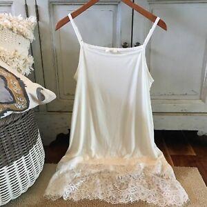 L NWT Boutique Boho Ruffle Hem White Lace Tunic Blouse Top Women's LARGE Kleding en accessoires T-shirts, hemden en tops