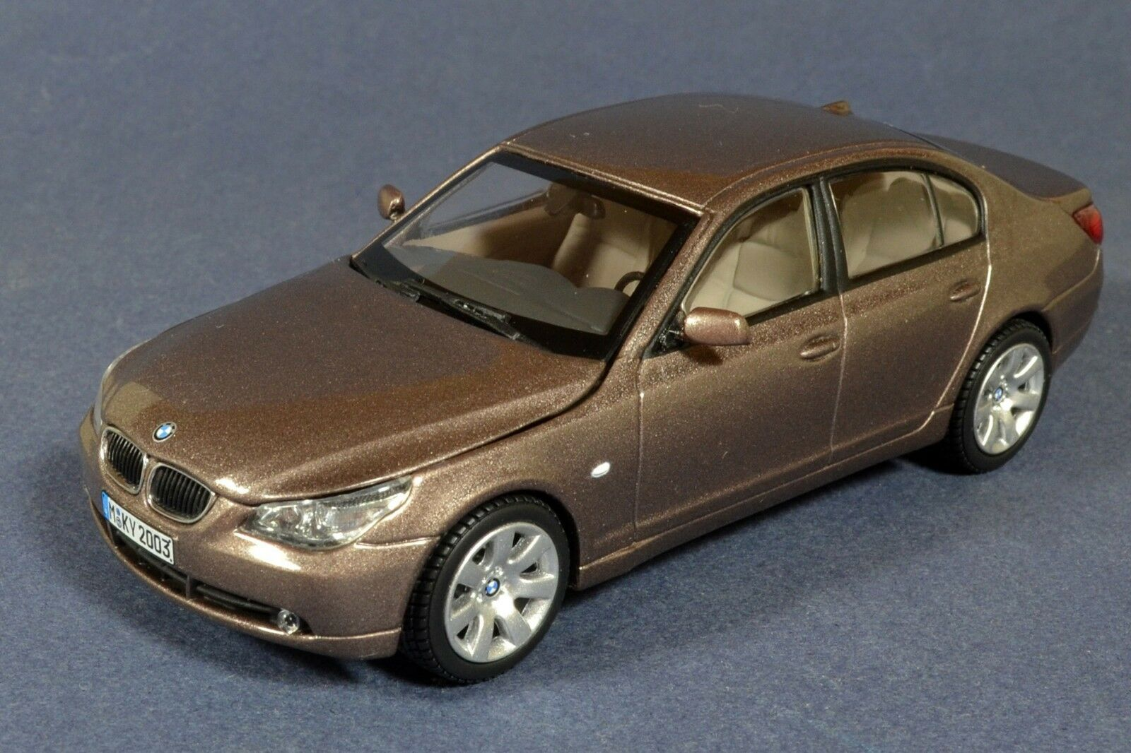 1 43 BMW 5 Series 5er e60 545i 2003 Kyosho Marronee metallic diecast scale car