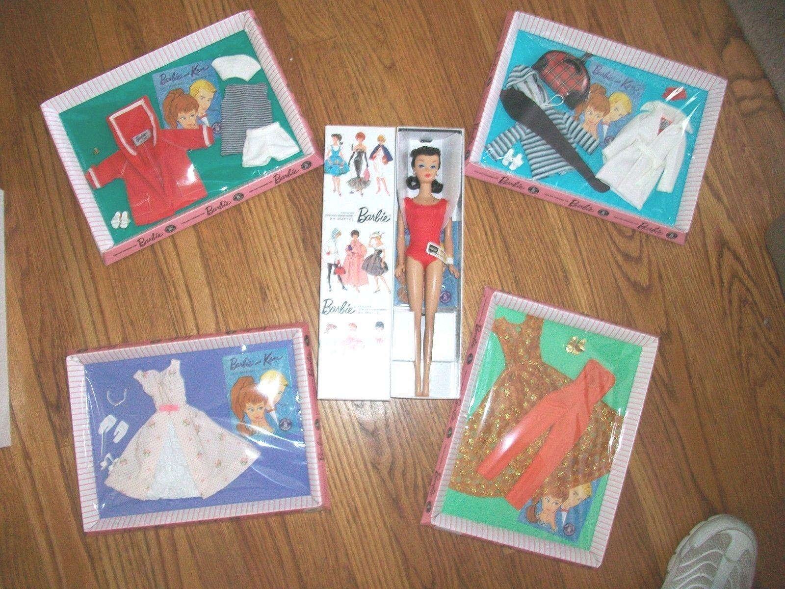 Let's Play Barbie Muñeca Morena con los 4 Fashions