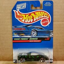 Die Cast Collector #745 Tech Tones Series 1 of 4 Collectible 1:64 Scale Buick Wildcat Black /& Green Limited Edition Hot Wheels 1998