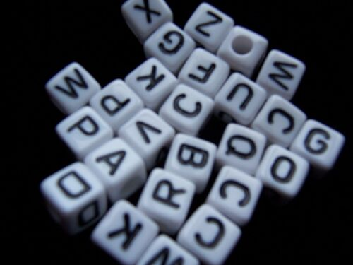 Big 10 Mm Cubo Blanco Acrílico Beads Mezclados Letras Alfabetos 100 un