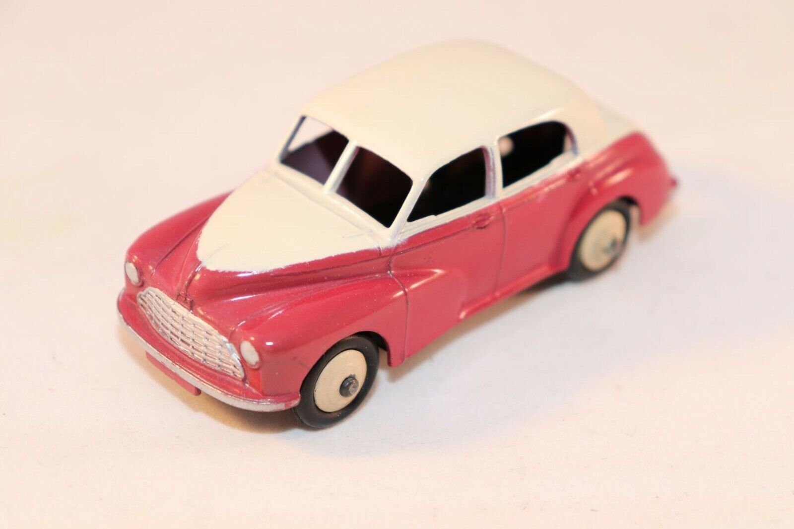 Dinky Toys 159 Morris Oxford 2 tone cerise in 99.9% mint condition SUPERB