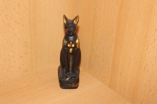 Ägyptische Katzen Göttin Bastet sitzend mit Schlange