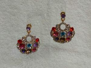 9eb2313a10ef La imagen se está cargando Pendientes-bisuteria-mujer-dorados -con-piedras-multicolor-cierre-