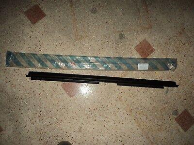 E1396 RASAVETRO RACHIAVETRO INTERNO DESTRO ANTERIORE FIAT UNO 7711305
