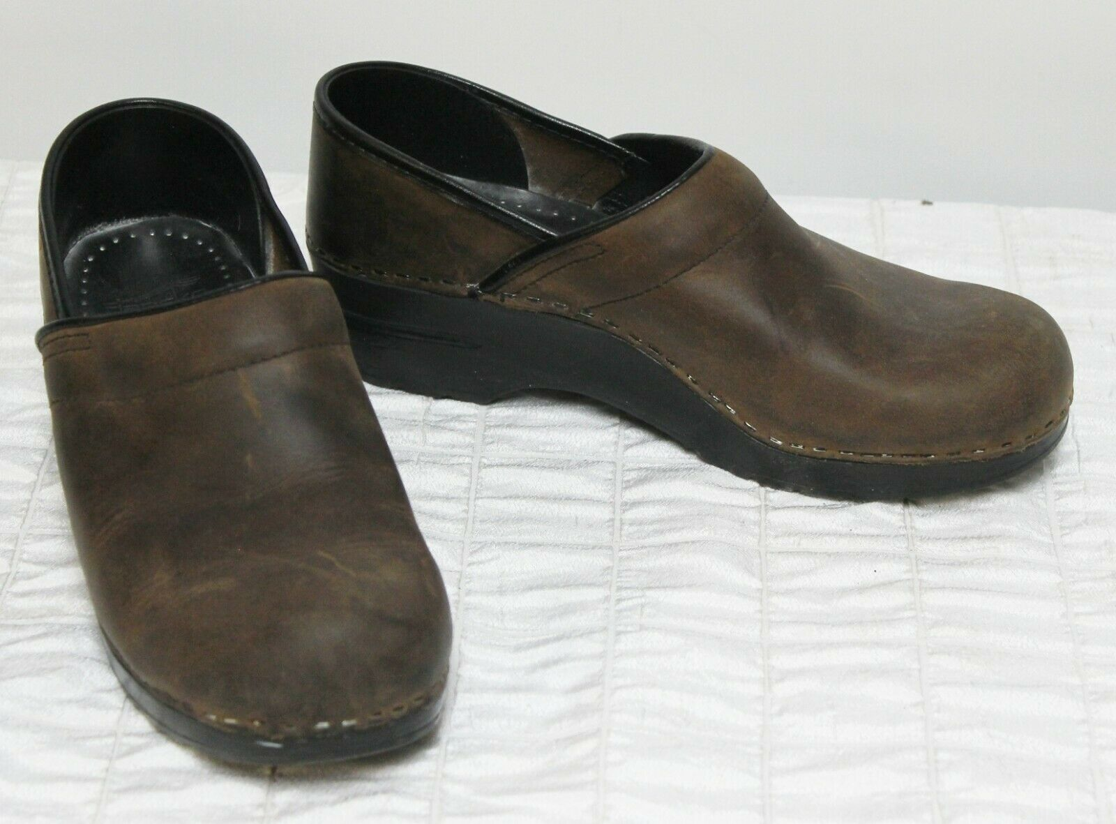 Dansko Clogs Distressed Dark Brown Leather Sz 39