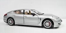 Porsche Panamera silber Baujahr 2013 die cast Maßstab 1:18
