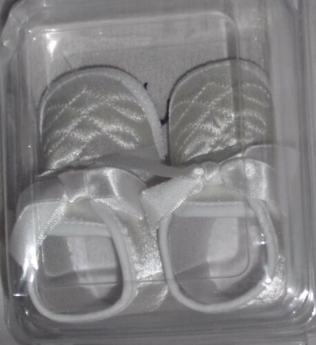 BNIB BABY//INFANT BOYS AND GIRLS CHRISTENING//PARTY SHOES//BOOTIES INCS BIBS//SOCKS