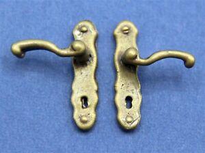1:12 Scale Pair Of Antiqued Brass Door Handles Tumdee Dolls House Accessory HW65