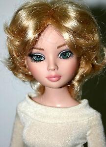 Short-Layered-Blond-Wig-Size-7-1-4-034-Ellowyne-American-Model-Grace