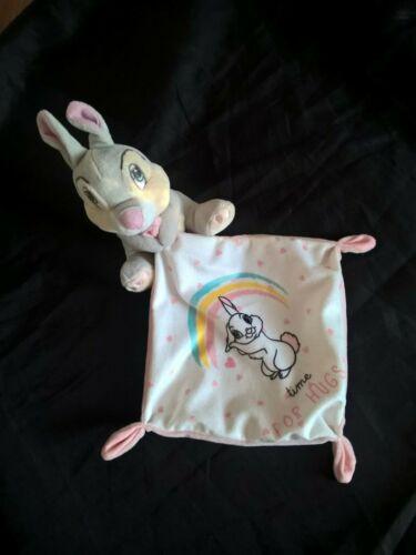 Doudou Panpan lapin mouchoir arc en ciel DISNEY BABY hugs etiquette coupée