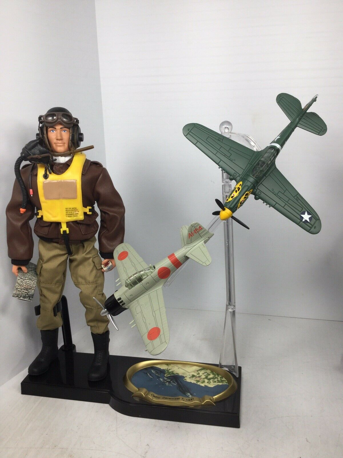 1 6 WW2 PEARL HARBOR US AIR FORCE FIGHTER PILOT DIORAMA P-40 & ZERO  DID BBI 21