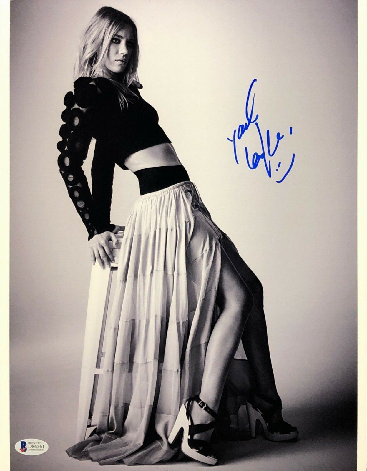 Yael Grobglas Signed 11x14 Photo *Model *Jeruzalem *Supergirl BAS Beckett D86561