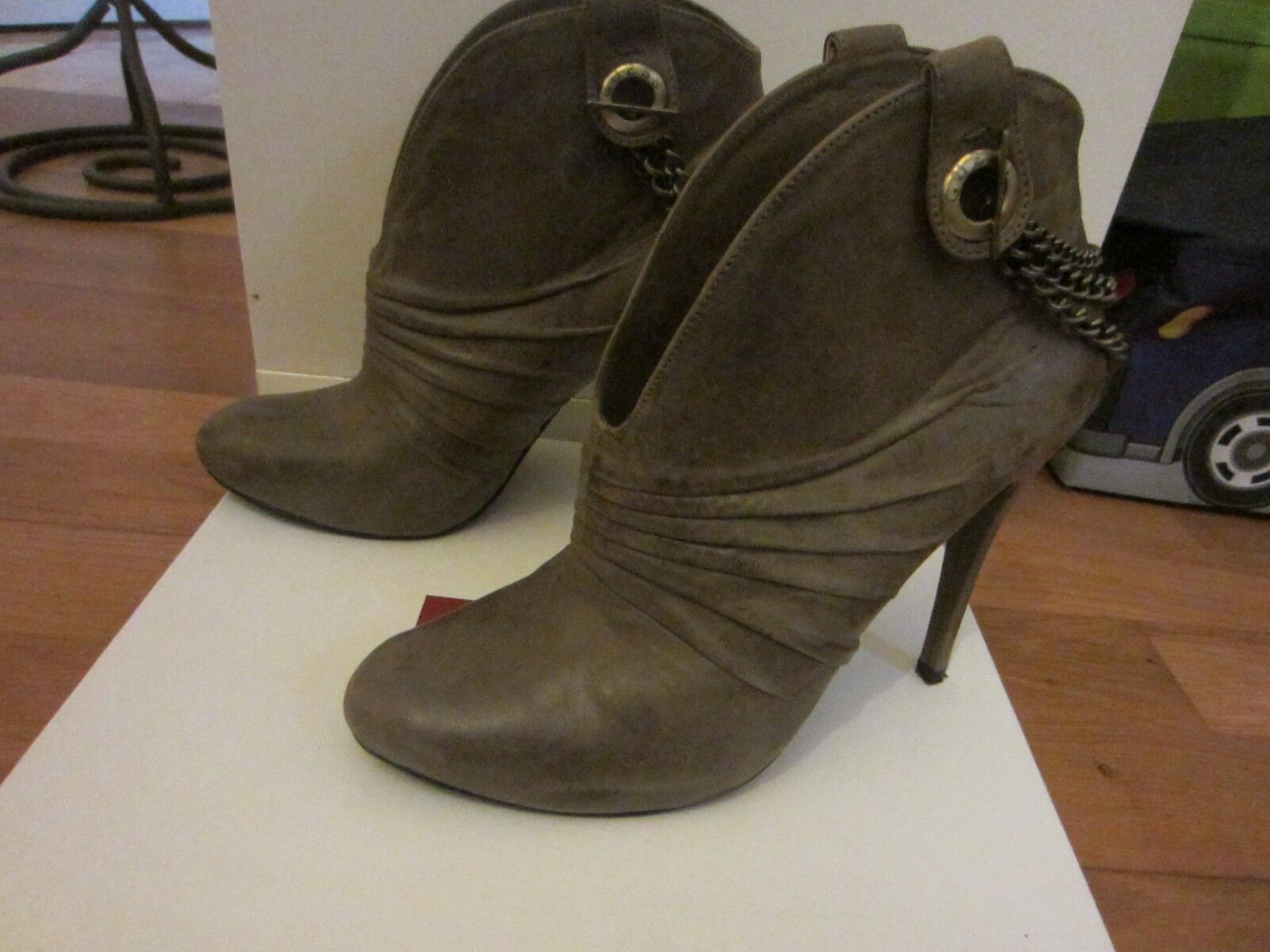 LOW bottes GUESS TAILLE 40