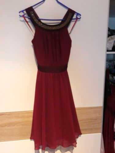 Rotes Abendkleid Mit Kreuzträgern Abendkleid Abendkleid Kreuzträgern Mit Rotes Kreuzträgern Rotes Rotes Abendkleid Mit Mit rrU6Sq