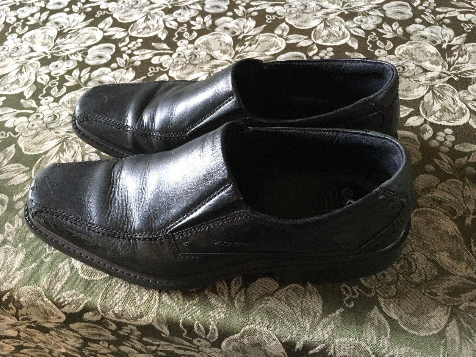 ECCO Men's Black Leather Comfort Slip On Walking Shoe