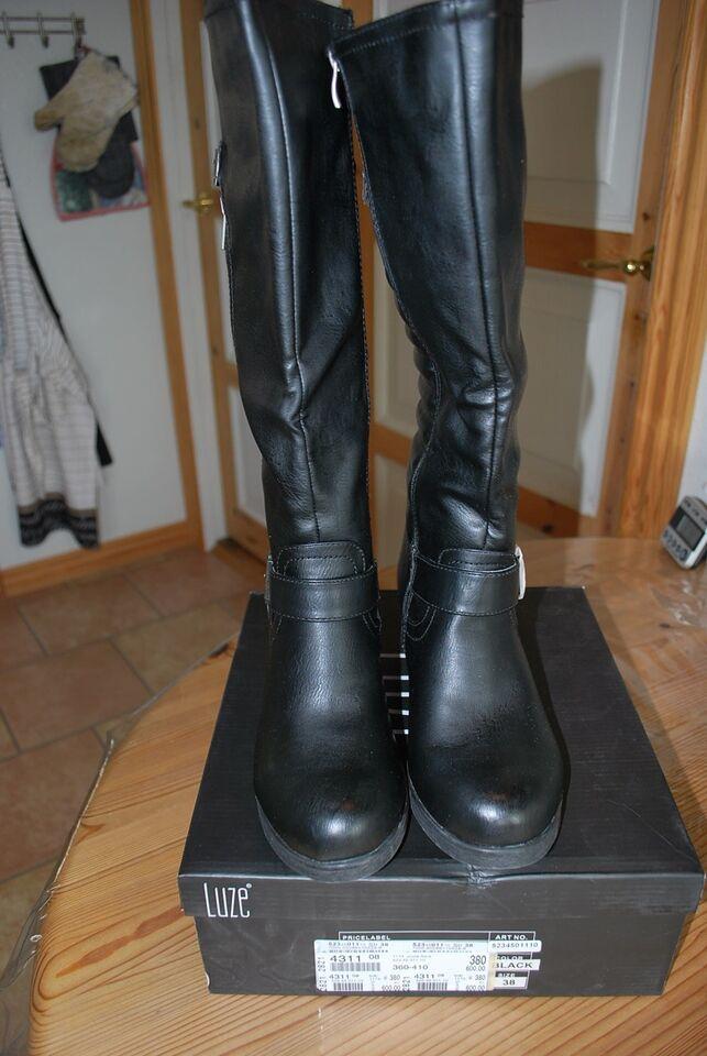 5bc7c0263de Luze støvler