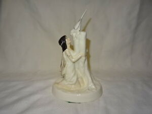 ATTRACTIVE-ROYAL-DOULTON-FIGURE-FIGURINE-HN2978-THE-MAGPIE-RING
