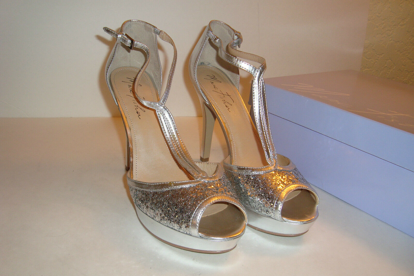 Marc Fisher Damenschuhe Tippy2 Silver Multi Sequin Sandales Schuhes 9 MED DISPLAY