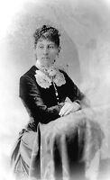 ANTIQUE 8 X 5  GLASS PHOTO NEGATIVE - 1860-1890 - CONFIDENT YOUNG WOMAN