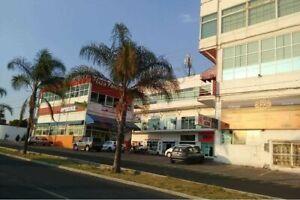 Local en Renta JURIQUILLA Queretaro en planta baja con tapanco cerca de universidades y...