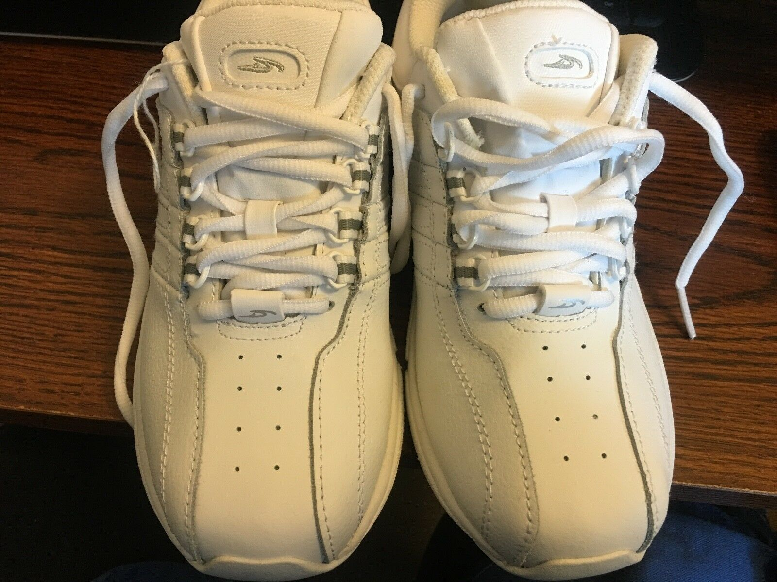 New Dr Scholls Featuring Massaging Gel White Leather Sneakers Tennis shoes sz6M