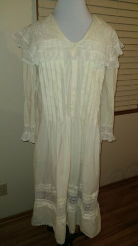 Vintage saybury Dressing Gown Size Small.  Buttery