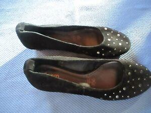 Paire de chaussures noires eram femme pointure 40 état neuf daim cuir escarpins