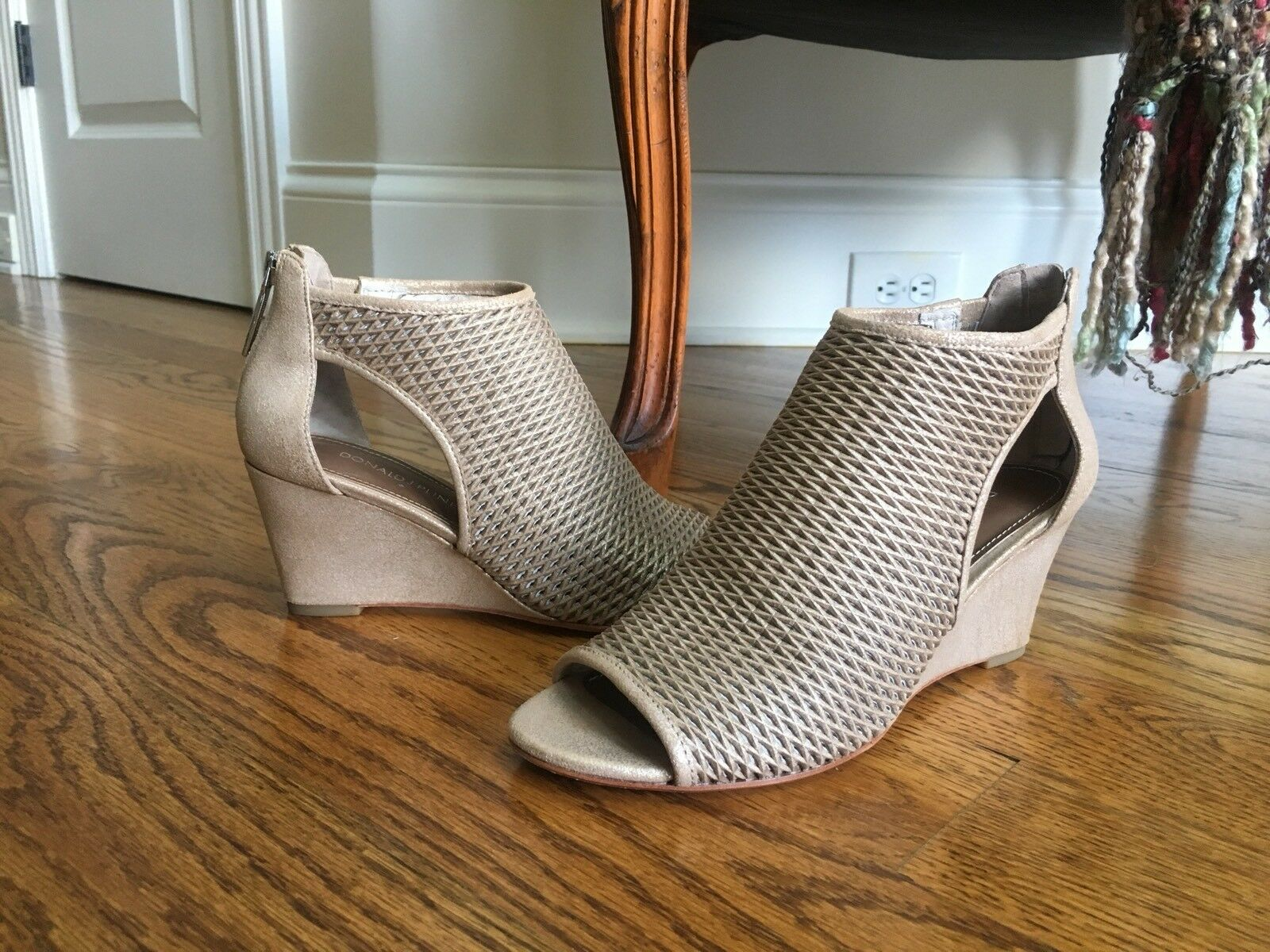 Donald J J J Pliner Womens Jace-T8T8 Wedge Sandal, Beige, 6-1 2 M 81c4f5