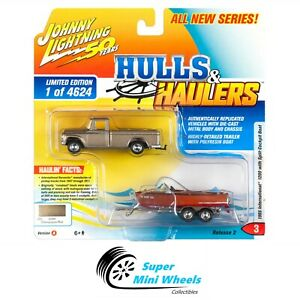 Johnny-Lighting-2019-Hulls-amp-Haulers-1965-International-1200-with-Boat