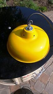 Lampe-Abat-Jour-Industriel-Suspension-Metal-Tole-emaillee-Jaune-Atelier-Usine