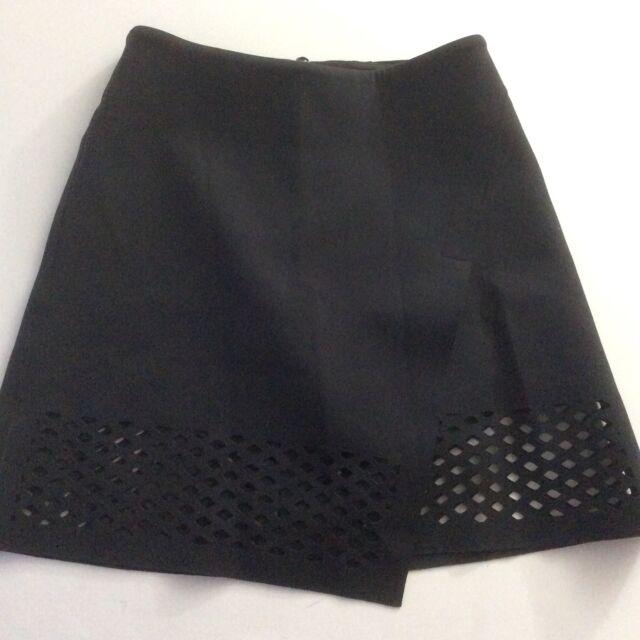 Lululemon Lab NY Edition Skirt Black Neoprene  Size 2 Excellent Condition Rare