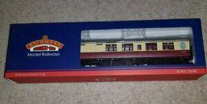 OO Bachmann 34-461 Thompson 3rd class brake corridor BR crimson cream Coach