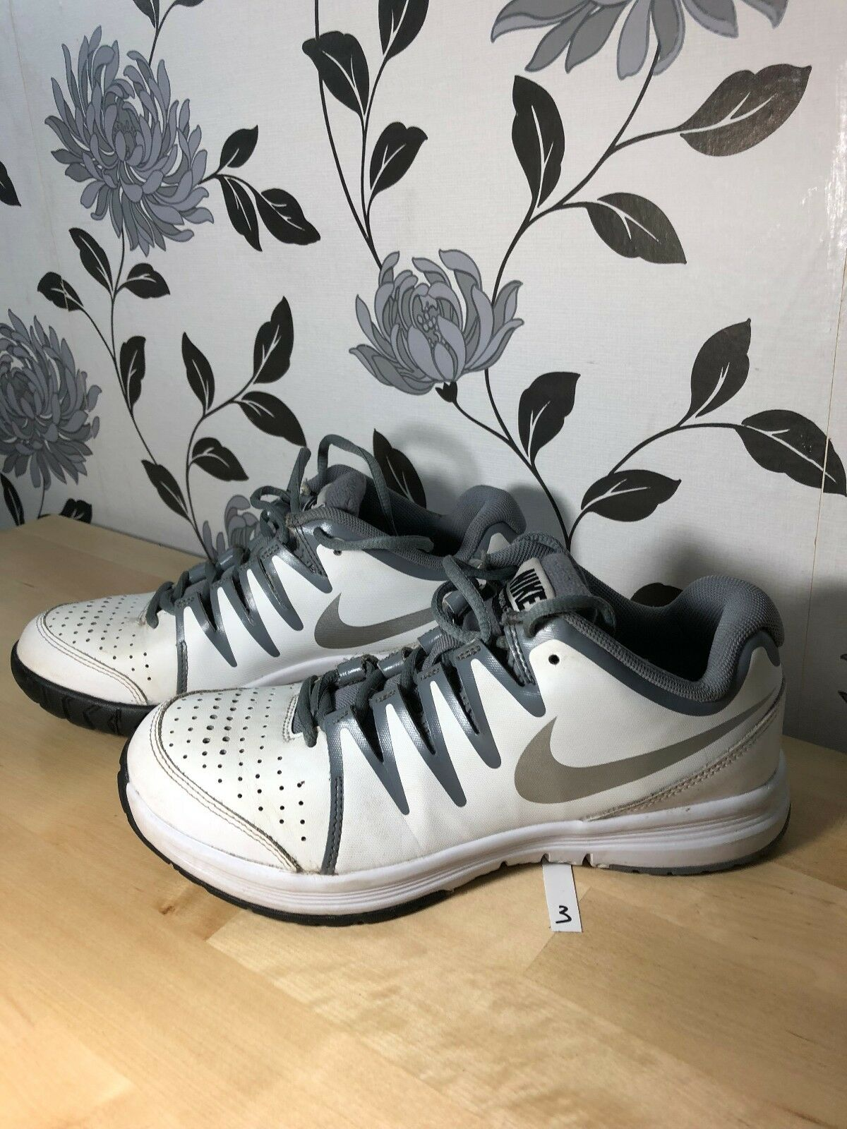 NIKE VAPOR COURT Sneakers shoes Trainers White Grey Eur 39 FITNESS SPORTS