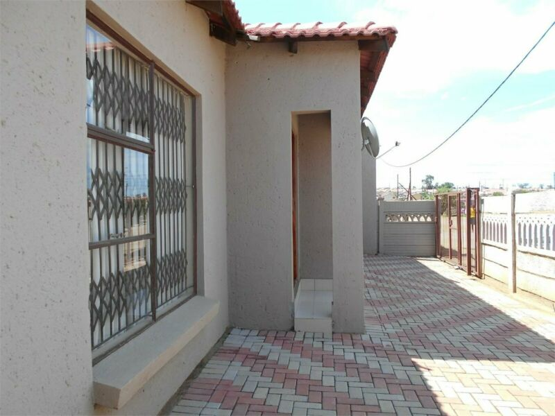 3 Bedroom house in Seshego 9K To Rent