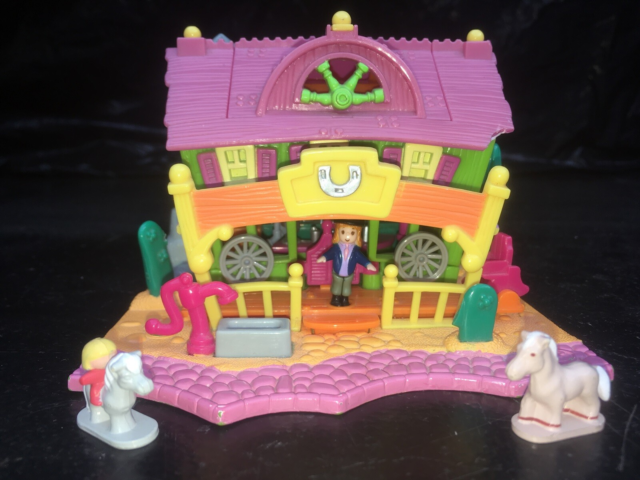 Polly Pocket, Ligth Up Horse House  En vaskeægte western…