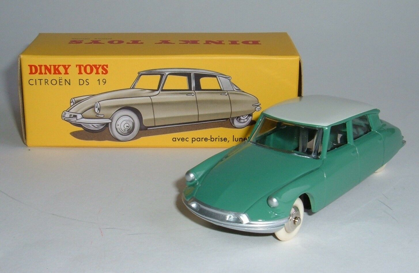 DeAgostini   Dinky Toys No. 24 CP, Citroen DS 19, - Superb Mint.
