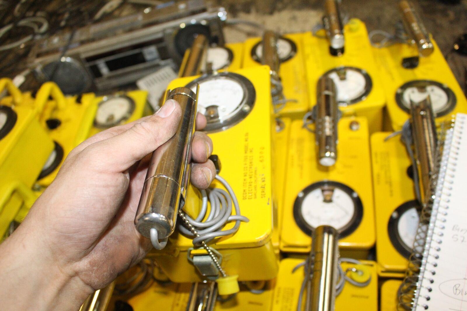 s l1600 - Civil Defense Electro Neutronics CDV-700 CD V-700 Geiger Counter