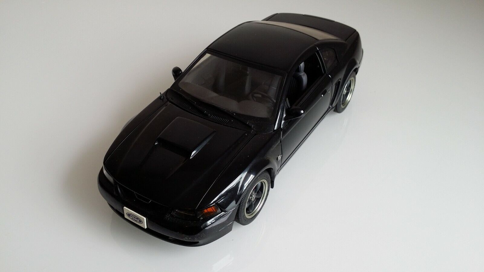 Auto Art Ford Mustang 1 18