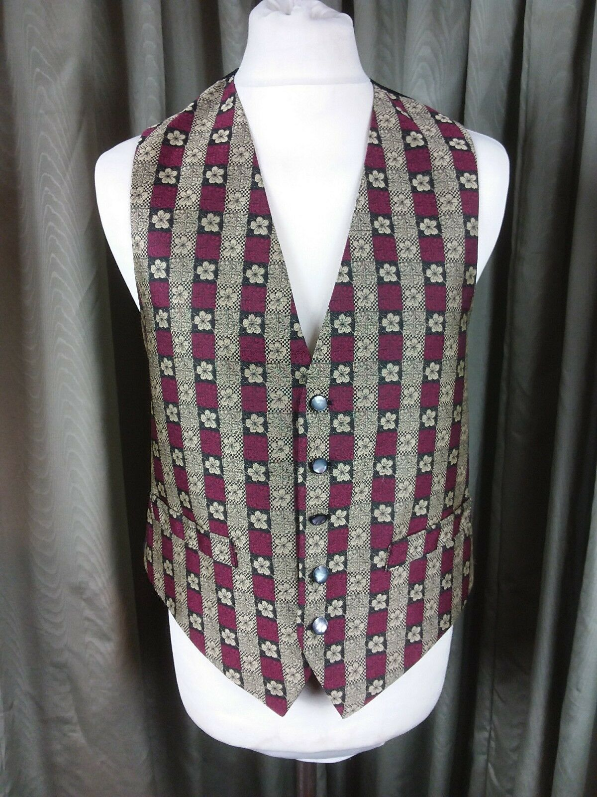 """Moss Bros Covent Garden Red gold Floral Striped Waistcoat - Large C42"""""""