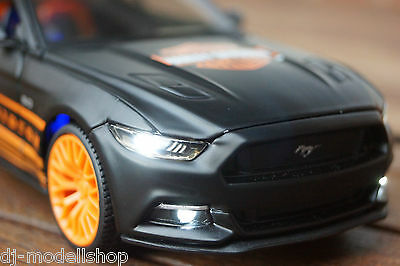 2015 FORD MUSTANG GT 500 SHELBY 1:24 MIT LED-BELEUCHTUNG IN BLAU WELLY XENON