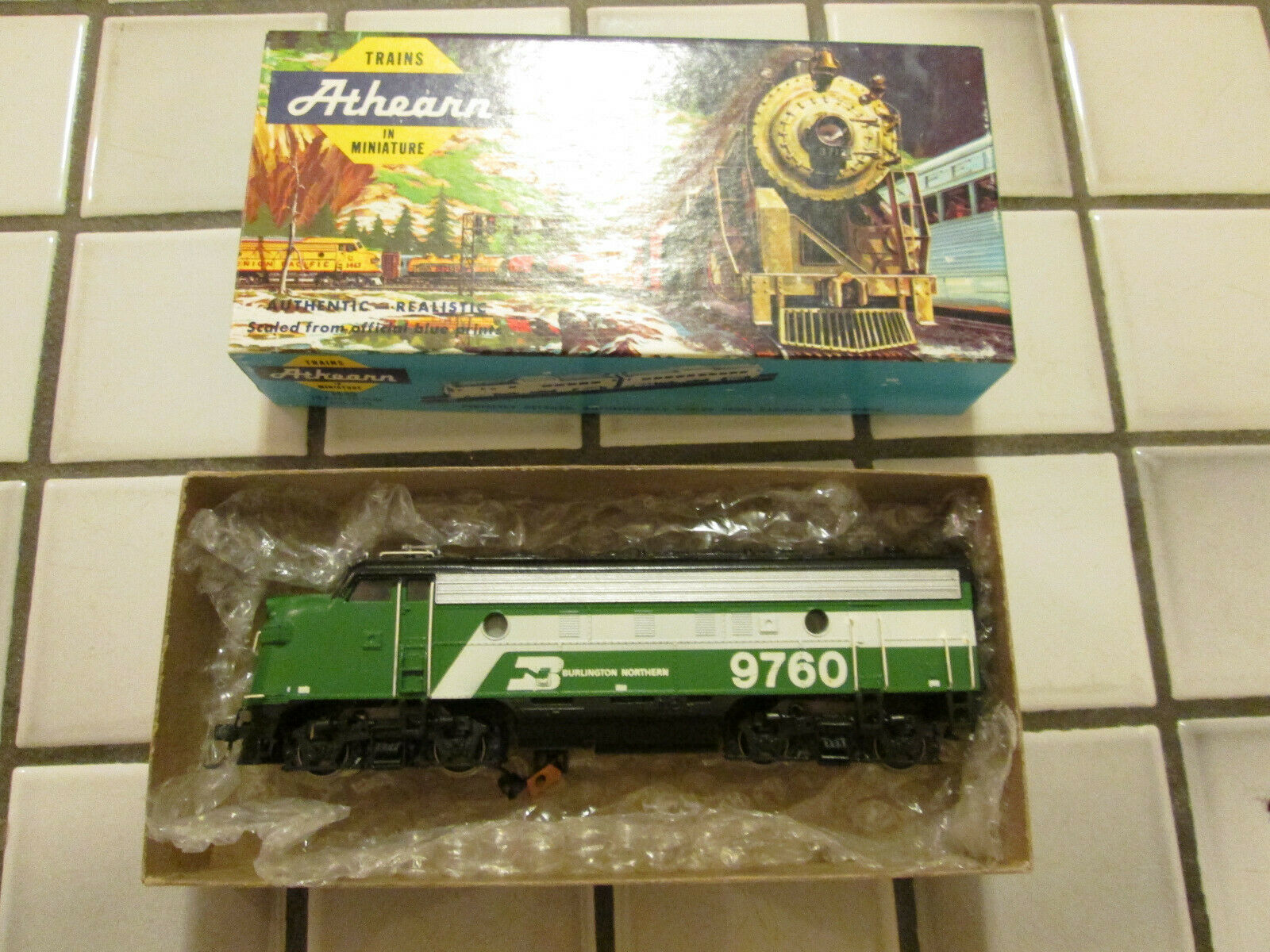 Athearn BURLINGTON NORTHERN powered engine HO scale