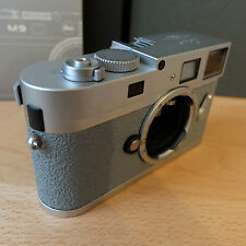 Leica m9-p 18.0 MP Fotocamera Digitale-cromo con un grigio GRIPTAC belderung