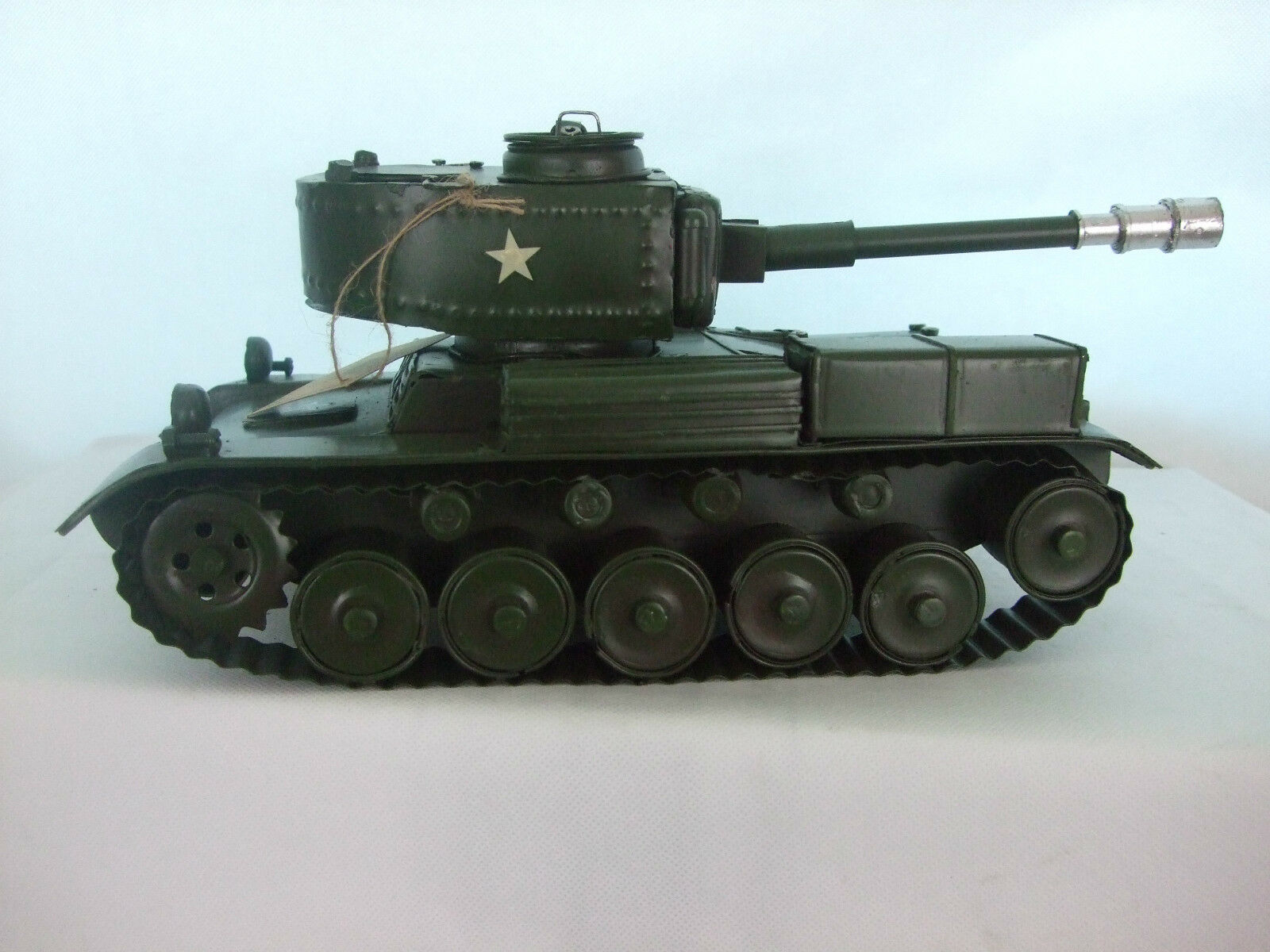 Tin Tin Tin Plate Model of a Vintage Army Tank  Green  Ornament  Gift Boxed 1f9ee7