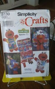 Oop-Simplicity-Crafts-Sesame-Street-8130-clothes-Elmo-dolls-backpack-NEW